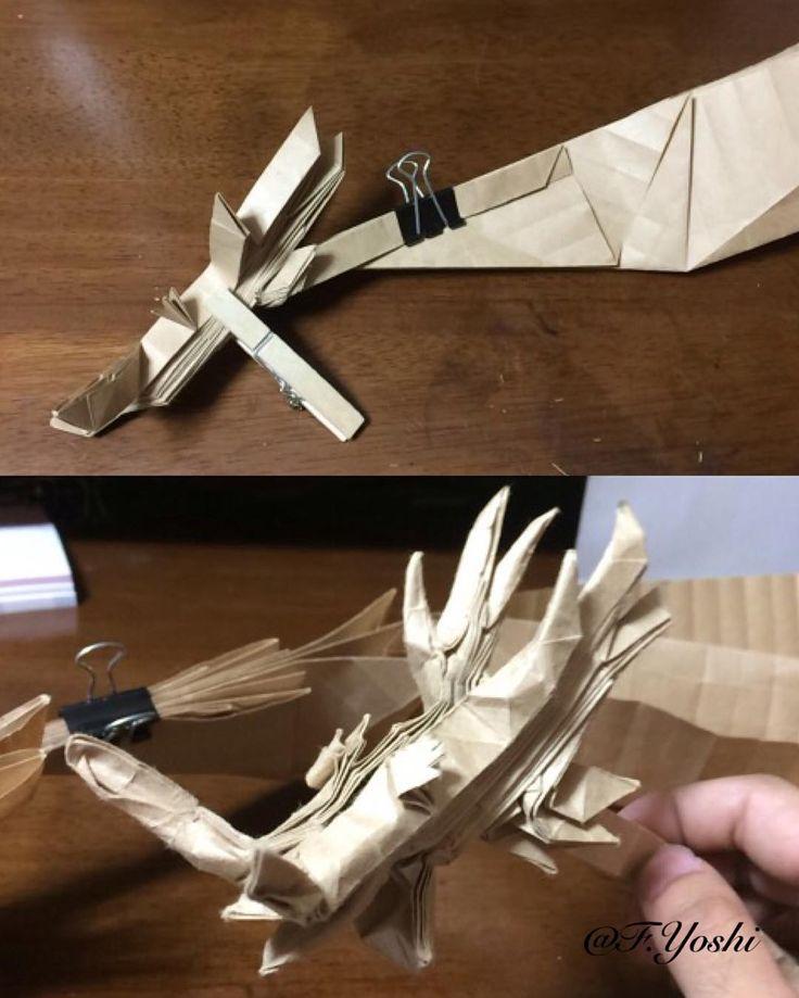 創作龍の頭部デザインを改良蛇腹で角を出して首と接合した下画像のような感じで整形する予定胴体以下は前回の老龍をベースにしようと思う神谷氏の龍神に刺激され龍の創作に挑戦したが何とか一つ仕上げられそうだ #折り紙 #origami #paper #art #dragon