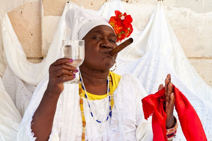 Santos de la religión Yoruba y su equivalencia católica (I) #religion #cuba… http://www.cubanos.guru/religion-yoruba-equivalencia-catolica/