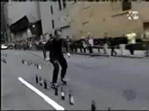 Rollerblader Michel Lauzière plays Mozart's Symphony in G minor - with his skates.
