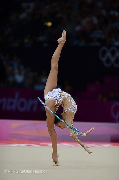 Human ability is amazing! Wish I could have been this flexible :-)