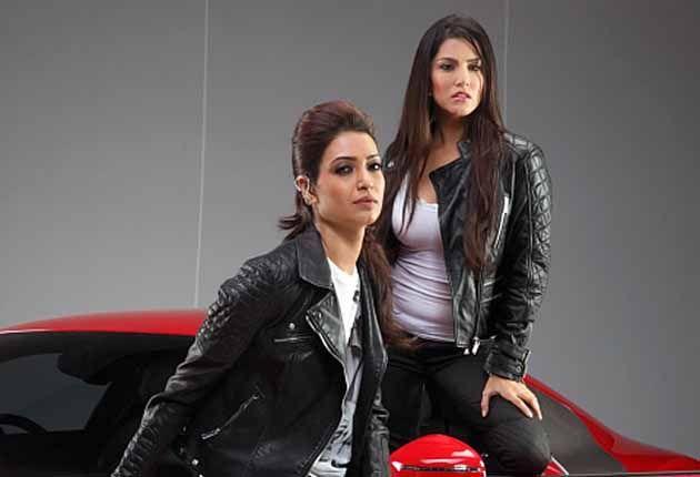 Deepak Tijori strangles Sunny Leone! BY All About Women - http://www.allaboutwomen.in/deepak-tijori-strangles-sunny-leone/