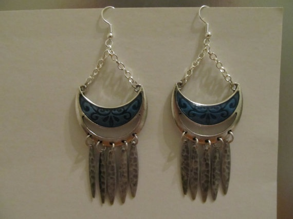 Queen of the Tribe by AccessoriesByAngie on Etsy, $6.00