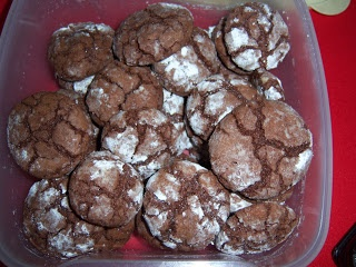 Chocolate Crackle Cookies, easy high yield recipe with few ingredients.
