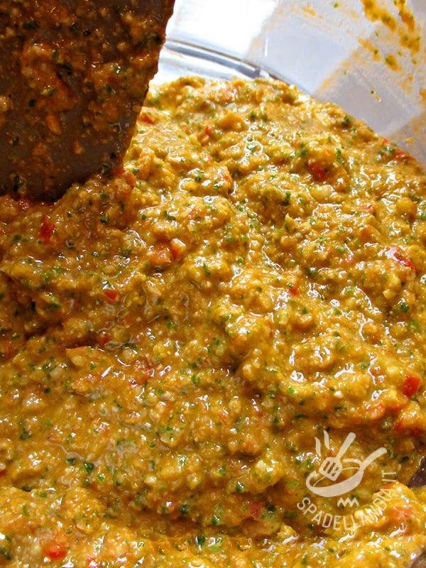 Il Pesto (agliata) alla trapanese, è tipico della Sicilia occidentale. Nei porti trapanesi i marinai genovesi importarono il pesto, poi così rivisitato.
