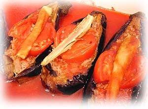 """トルコの家庭料理レシピの第2弾。今回は家庭でポピュラーな野菜料理のひとつ"""" ナスの挽き肉詰め """"。お肉が少しはいっているのでメインにもなってしまう便利な一品です。"""