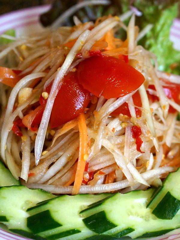ส้มตำ (Som Tam), Spicy papaya salad.