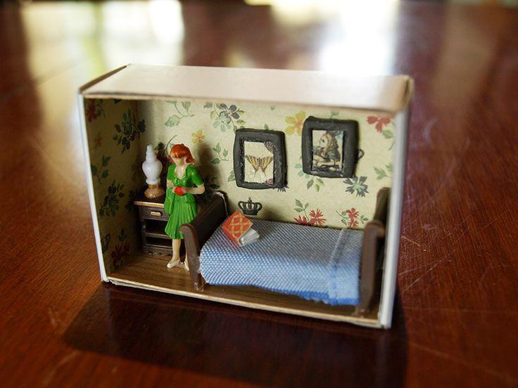 представленные фото, вещи для кукол из коробки фото время
