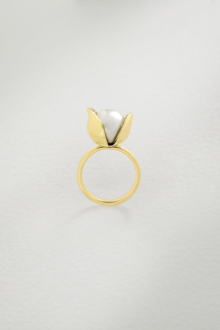 Photographer: Leo Bieber, featuring the Orchid Diamond Ring.