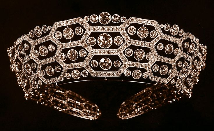 Boucheron second version of the Lady Greville Tiara redesigned in 1921 and later inherited to the Queen Mother in 1942.: Boucheron Tiaras, Diamonds Tiaras, Honeycombs Tiaras, Crowns Jewels, Queens Elizabeth, British Royal, Queens Mothers, Boucheron Honeycombs, Royal Jewels