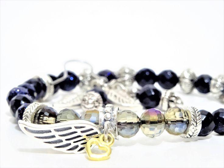 Des perles identiques à un ciel étoilé et une aile en argent sterling... Uniquement pour celle en quête de liberté... http://etsy.me/2EgXlf6