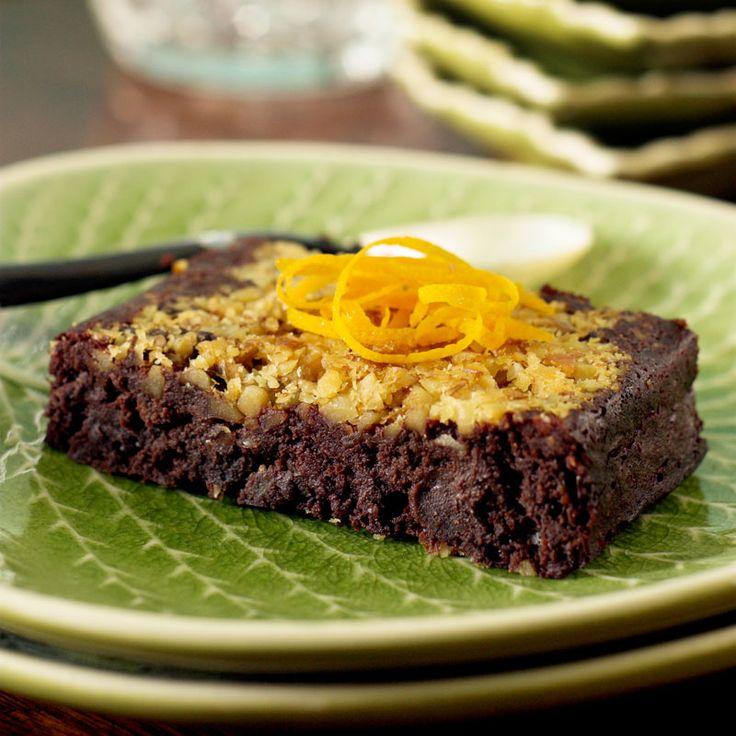 En supergod kaka med apelsin och valnötter där strösockret har ersatts med honung.