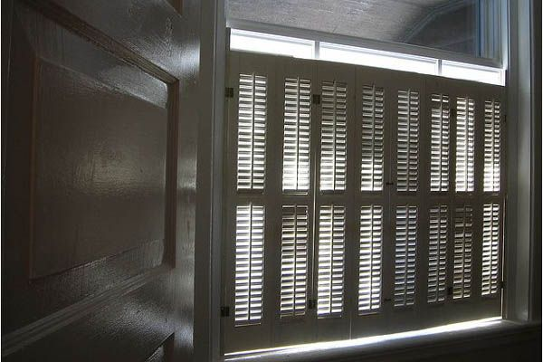 How to Choose and Buy DIY Shutters