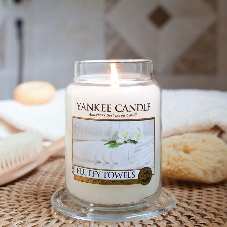Fluffy Towels (Serviettes moelleuses) : La senteur fraîche des serviettes propres qui sortent tout juste du séchoir avec des touches de citron, de pomme, de lavande et de lis.