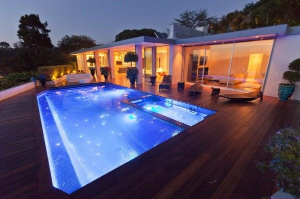 Swimming Pool Lighting from Luxury Outdoor House with Swimming Pool in Beverly Hills LA1 600x399 Luxury Outdoor House with Swimming Pool in Beverly Hills, LA