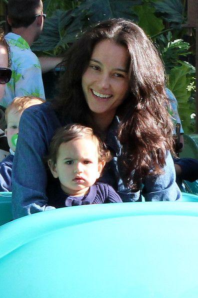 Emma Heming Willis - Emma Heming Willis Takes Her Daughter to Disneyland