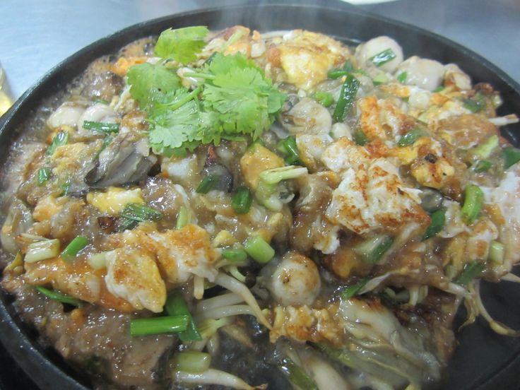 Bangkok--Chinese restaurant, oyster omelette goodness
