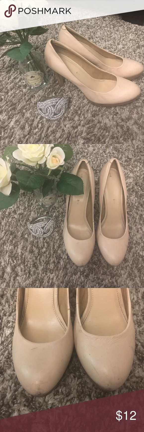 "Banana Republic cream high heel pumps size 8.5 Banana Republic cream high heel pumps size 8.5. Made of leather with a 4"" platform heel. Well loved and lots of signs of wear given the cream color (scuffs) so priced accordingly. Banana Republic Shoes Heels"