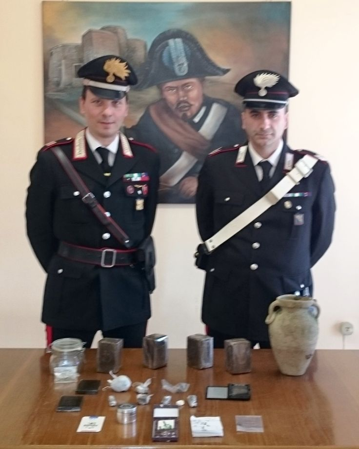 Benevento – Arrestato 22enne di Ceppaloni in possesso di 22 panetti di hashish