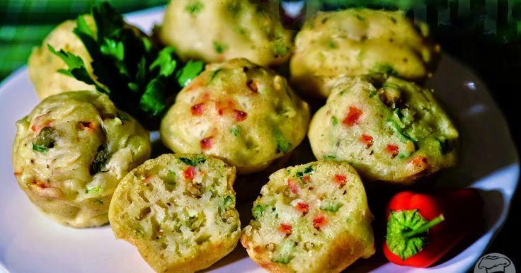 Scroll down for English version   Uma deliciosa receita de muffin salgado tãofácilde preparar que parece brincadeira. Macios, fofinhos e ...