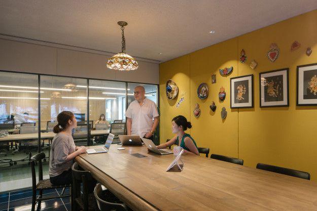 会議室も凝っている。Airbnbに登録されている世界中のお部屋のデザインから着想した。こちらはメキシコ・ティファナ。