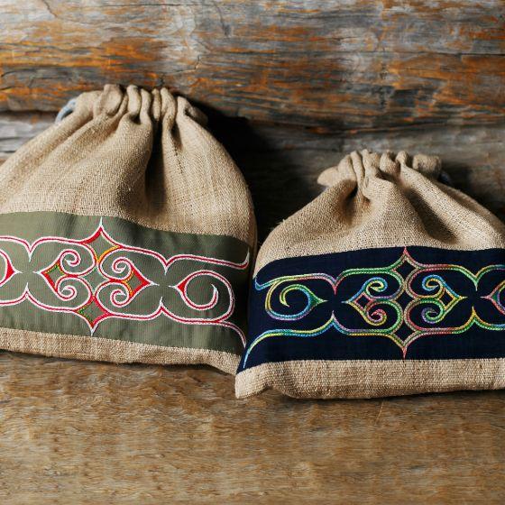 アットゥシ織 アイヌ刺繍 巾着