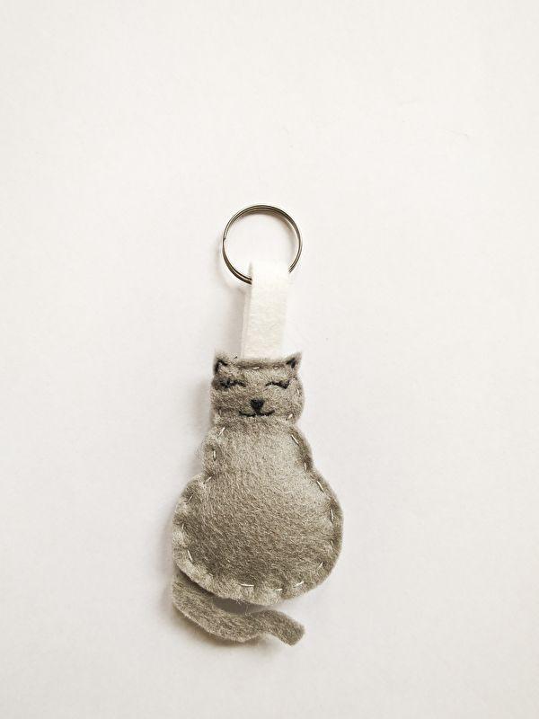 sleutelhanger poes http://www.mijnwebwinkel.nl/winkel/mooiezomerdag/c-3547118/kind/ #mooiezomerdag #handmate #vilt #wolvilt #handgemaakt #diy #poes