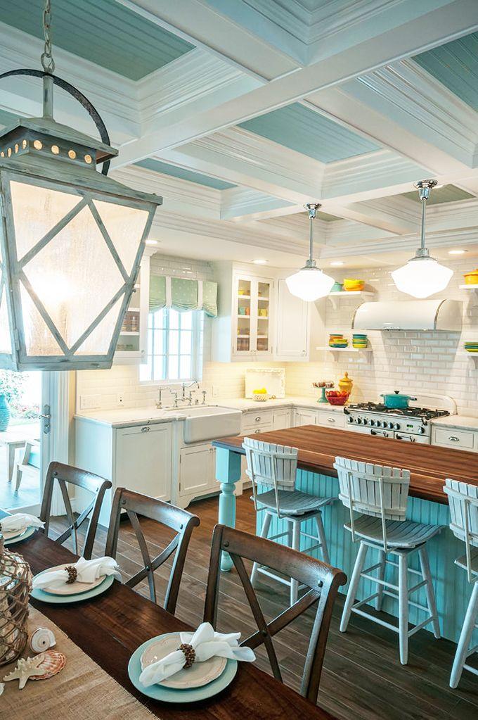 Синие кухни: создаем современный и аристократичный интерьер в холодной цветовой гамме http://happymodern.ru/sinie-kuxni-foto/ Нежная кухня в бело-голубых тонах с яркими ненавязчивыми желтыми акцентами в интерьере Смотри больше http://happymodern.ru/sinie-kuxni-foto/