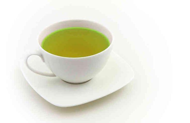 El té de perejil para adelgazar es un excelente aliado a la hora de llevar un plan alimenticio. Las propiedades de este alimento son excelentes para ayudarnos a eliminar toxinas y depurar el organismo. El perejil es una hierba aromática muy utilizada dentro del mundo gastronómico. Generalme