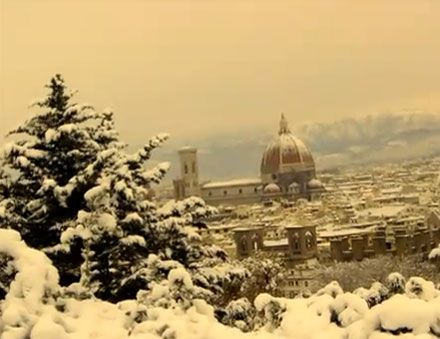 Imagine walking the streets of Florence in Winter time and the enchanted setting for your couple photography - Winter in Tuscany