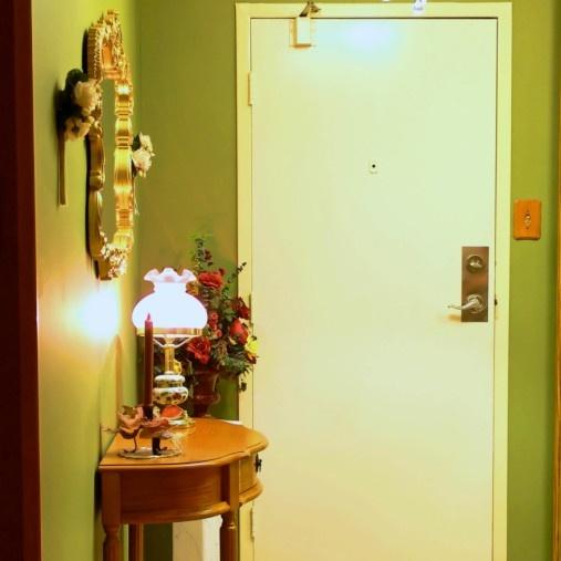 Cómo decorar una entrada pequeña
