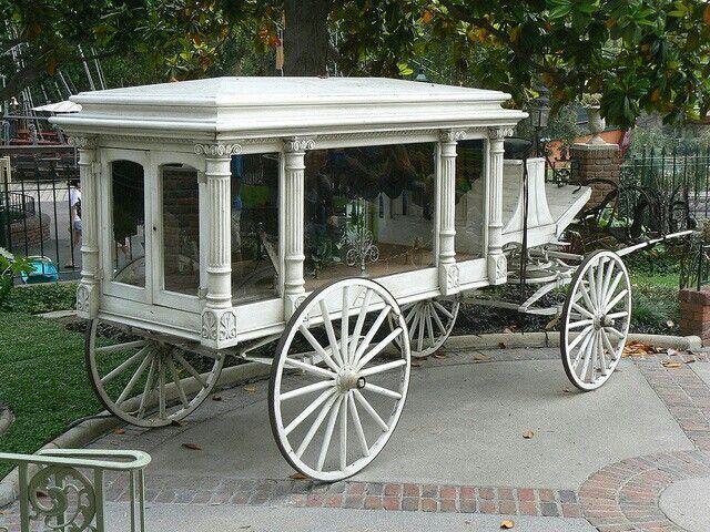 Antiguo coche funebre