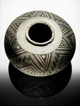 Socorro Black-on-white olla in the Smithsonian collection.  New Mexico, AD 1000-1100