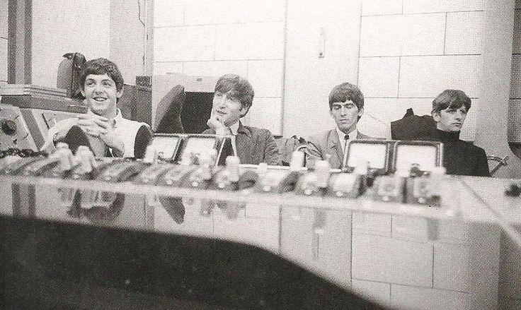 "osseteniveis: "" _The Beatles; England/Inglaterra; London/Londres; Abbey Road; EMI Studios/Estúdios EMI; Studio Two/Estúdio 2 da Abbey Road; With The Beatles; September 12th 1963/12 de setembro de 1963. _Photo/Foto: Norman Parkinson. """
