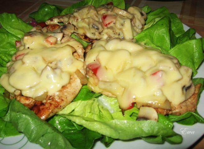 Filet w serze z pieczarkami.