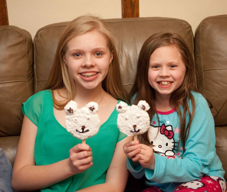 Are you ready to #BreakTheNorm with Norm of the North?? We are so excited to see this movie! We celebrated by making Polar Bear Pops - they are so easy and so much fun! Head over to the blog to see how we made them and see Norm do the Arctic Shake! #IC #ad http://parentpalace.com/2016/01/normofthenorth/