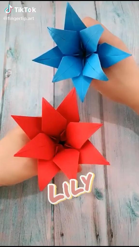 Origami Lily, Instruções Origami, Paper Crafts Origami, Diy Crafts Hacks, Diy Crafts For Gifts, Diy Arts And Crafts, Paper Flowers Craft, Paper Crafts For Kids, Origami Flowers Tutorial