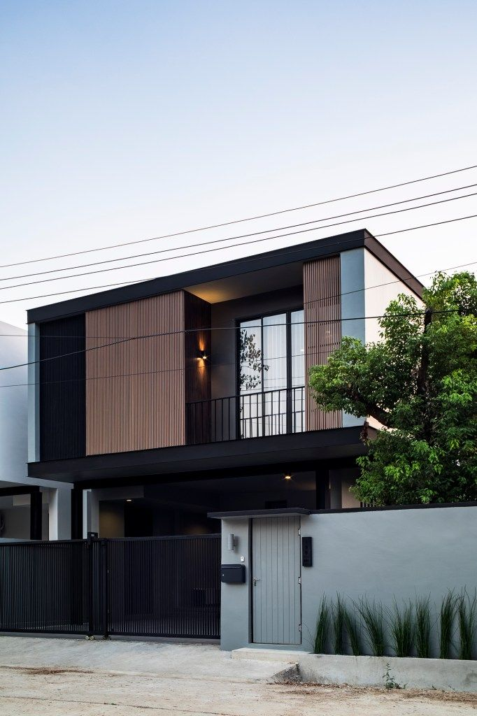 Balance Of House คร งเหล กคร งป น ความลงต วของบ านหล งย อม ออกแบบโดย Pijic Architect Dsignsomething Com สถาป ตยกรรมบ าน สถาป ตยกรรมสม ยใหม แบบบ านภายนอก