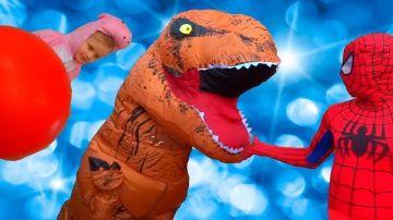 ЧЕЛОВЕК ПАУК ПРОТИВ ДИНОЗАВРА T-REX Свинка Пеппа ПЛАЧЕТ Динозавр украл Шарик Супергерои in real life http://video-kid.com/20679-chelovek-pauk-protiv-dinozavra-t-rex-svinka-peppa-plachet-dinozavr-ukral-sharik-supergeroi-in-.html  ЧЕЛОВЕК ПАУК ПРОТИВ ДИНОЗАВРА T-REX Свинка Пеппа ПЛАЧЕТ Динозавр украл Шарик Супергерои in real life в реальной жизни:  На Свинку Пеппу напал злой динозавр T-Rex и похитил воздушный шарик, об этом узнал Человек Паук, он против выходок динозавра! Спайдермен спасает…