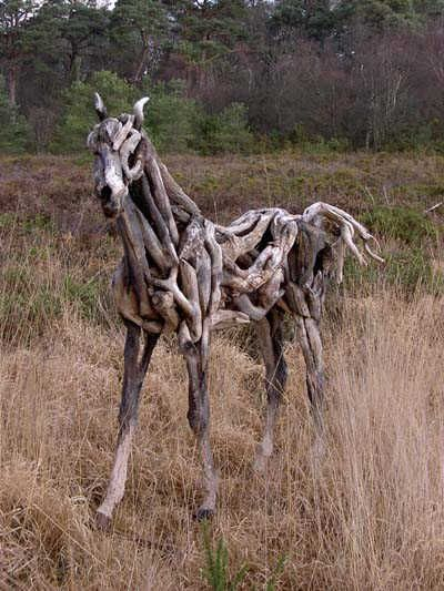 Amazing sculptures of horses from driftwood