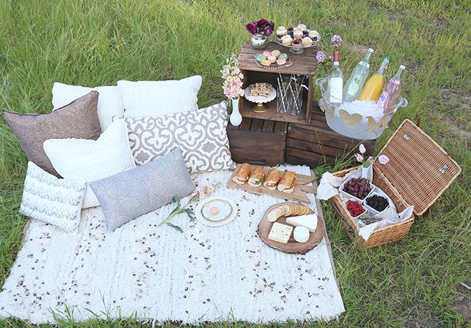 Mother's Day picnic idea to celebrate mom!
