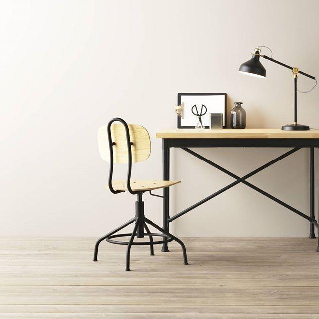 Una scrivania in stile industriale per il tuo spazio creativo. #homedecor #homesweethome #bedroomdecor #KULLABERG #sorprenditiognigiorno