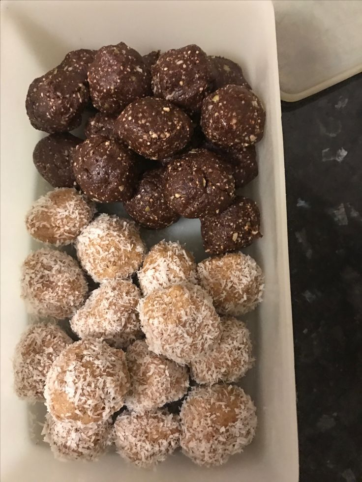 Coconut and lime protein balls....and they are healthy. Fresh peanut butter protein balls with cacao. Yummmm.