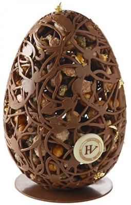 Pâques 2015 Hugo & Victor L'Oeuf Mendiant : dentelle au chocolat au chocolat noir de Tanzanie et du Venezuela, ou au chocolat au lait du Ghana, noisettes du Piemont, amandes de Provence, pistaches d'Iran.