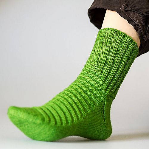 Nicolor's Treppenviertel - Ravelry Pattern - love the shaping and the color of these socks.