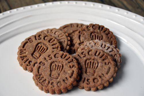 """Non non pas de délire, j'assume ce titre véritable ! Ces petits biscuits tiennent leur nom de Sainte Hildegarde… Késako ?Ste Hildegarde bénédictine allemande du XII ème siècle soignait les malades par des régimes à base d'épeautre. C'est prouvé, démontré, cette céréale est maître de votre santé. Sa composition régule... <a href=""""http://marionadecouvert.com/recettes/desserts/biscuits-de-la-joie-elle-delire-ou-quoi/"""">Lire la suite →</a>"""