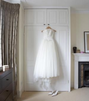 How to Pack a Wedding Dress. This is a must for destination brides! No wrinkles, no creases. #destinationwedding