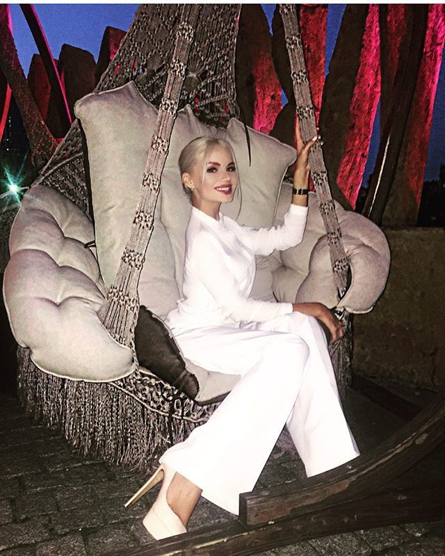 """Omg, tell me she isn't a Supermodel doppelganger for Alena Shishkova ! Introducing Alyona Vragevskaya, Russian actress and TV host - """"My favorite place """" P.S. See more pics of Alyona coming up on my Russian Glamour, Beauty, & Style board ."""