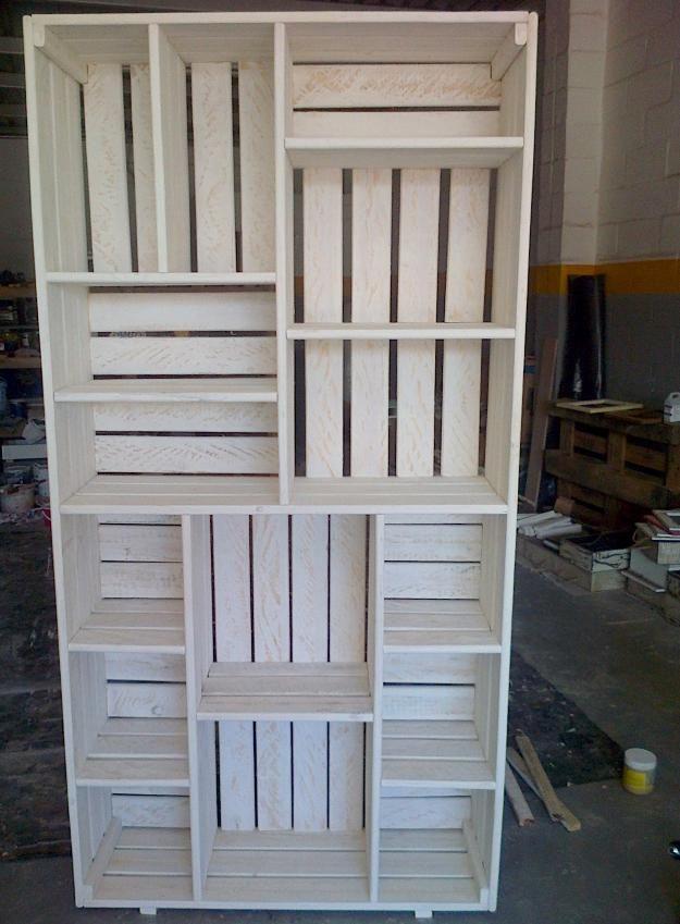 Very cool pallet bookshelf