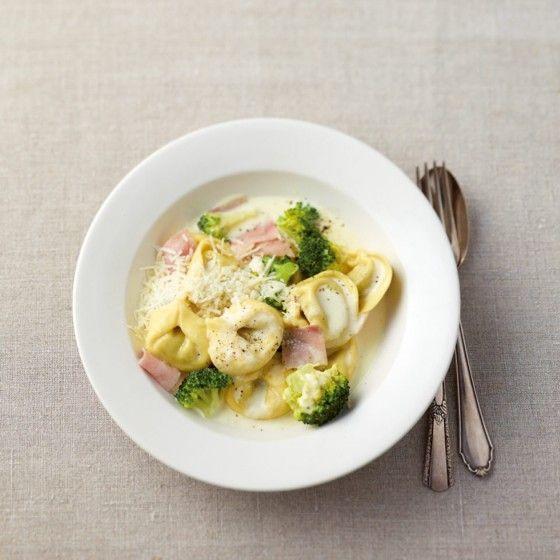 ESSEN & TRINKEN - Tortellini mit Broccoli-Sahne-Sauce Rezept