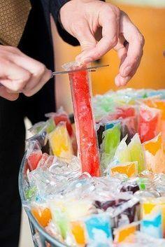 Idées originales pour votre mariage : des sticks de glace. Idée pour l'apéro ou cadeaux de jeux